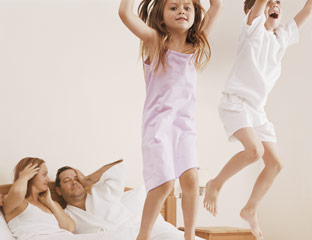 54fe2a73e0524-kids-in-bed-with-parents-0610-md